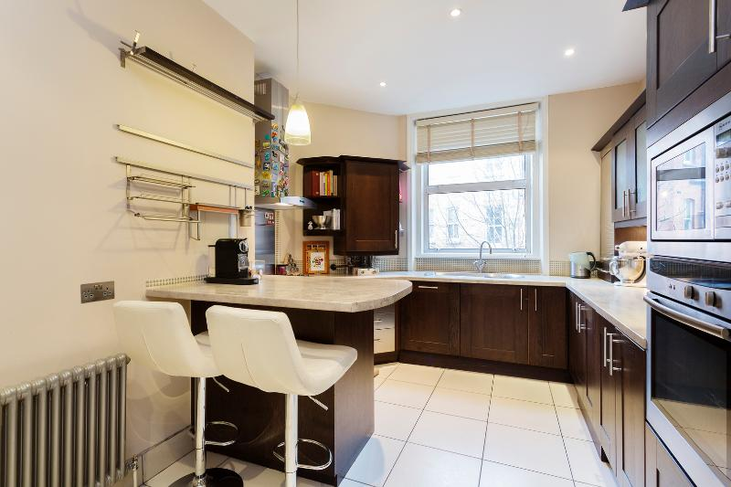 3 bed apartment on Finchley Road, Hampstead - Image 1 - London - rentals