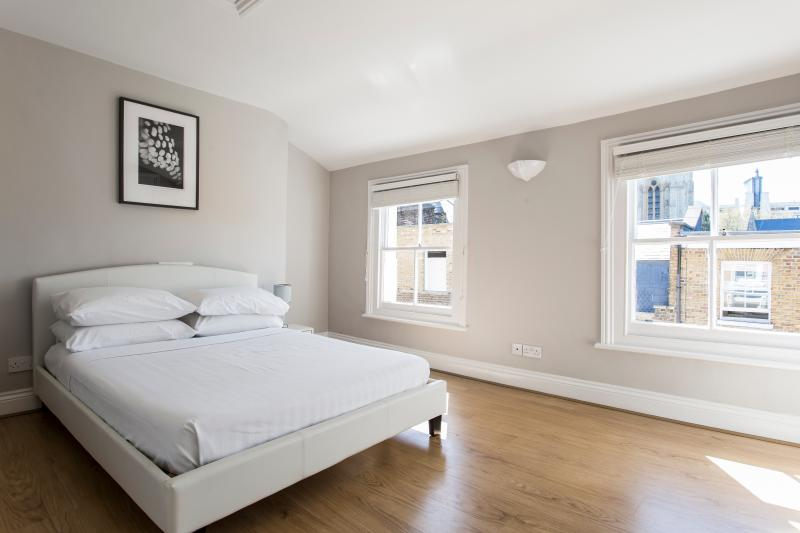 One Fine Stay - Holland Street V apartment - Image 1 - London - rentals