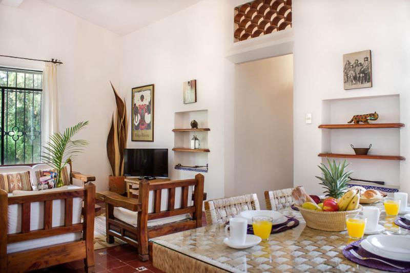 Comedor y sala/ Living and dining area - Villa Xochimilco w/ Tropical Gardens, Pool & Locat - Cuernavaca - rentals