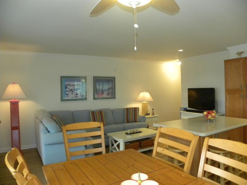 Spacious living area - Ocean Block 2 Bedroom Newly Renovated Condo North - Ocean City - rentals