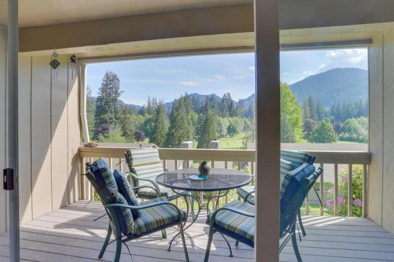 Charming mountain condo w/ golf course views & nearby ski access! - Image 1 - Welches - rentals