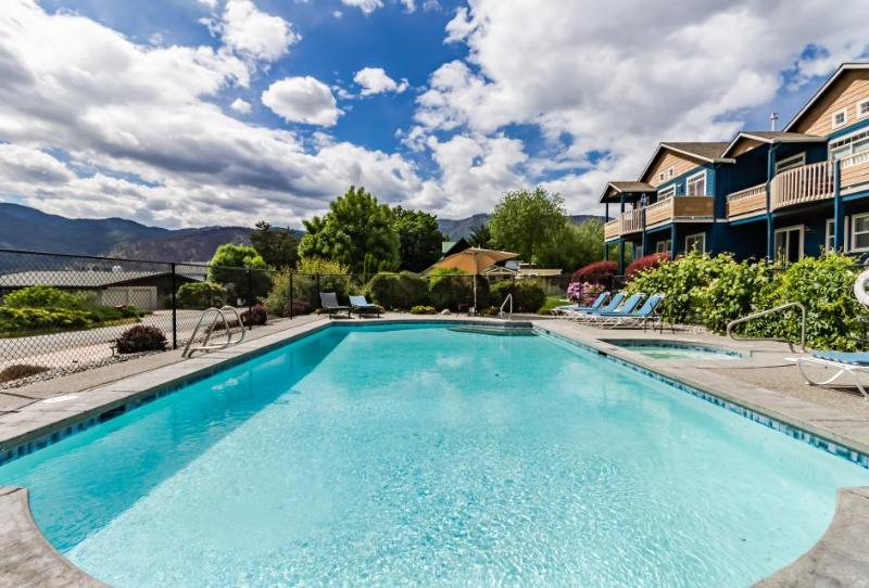 Comfy townhouse w/ lake view, shared pool & hot tub - nearby beach access! - Image 1 - Manson - rentals