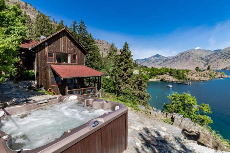 Escape with this wonderful waterfront cabin with dock & hot tub - Image 1 - Chelan - rentals