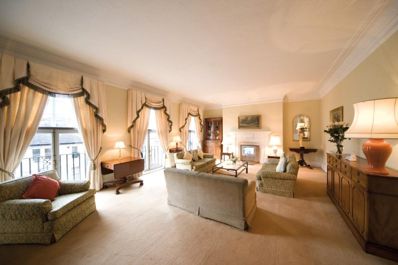 Kensington - 4 Bedroom 3 Bathroom (1540) - Image 1 - London - rentals