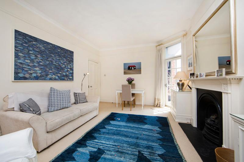 Well presented, traditionally English one bed apartment in Chelsea - Image 1 - London - rentals