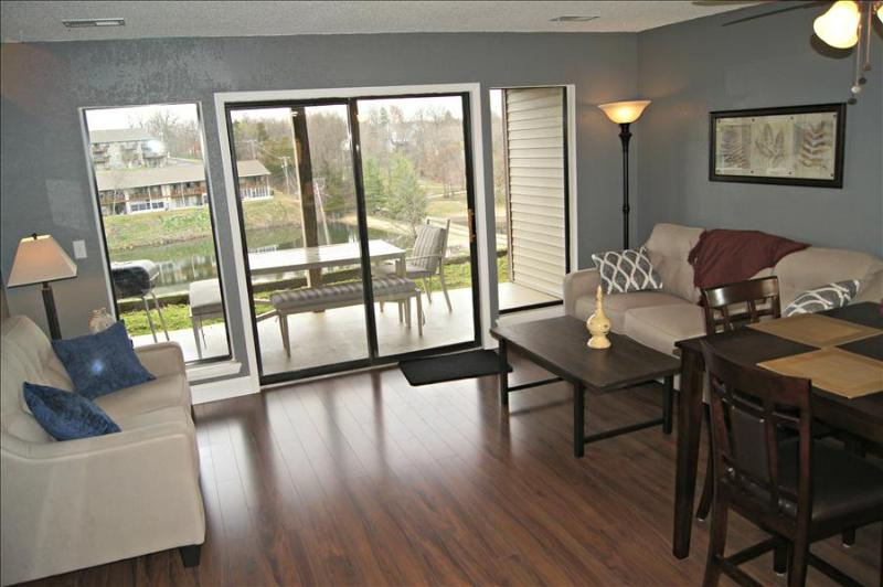 Picture, Perfect View, WIFI, Jetted Tub, IN-Out Pools & More! ( 41-3 ) - Image 1 - Branson - rentals
