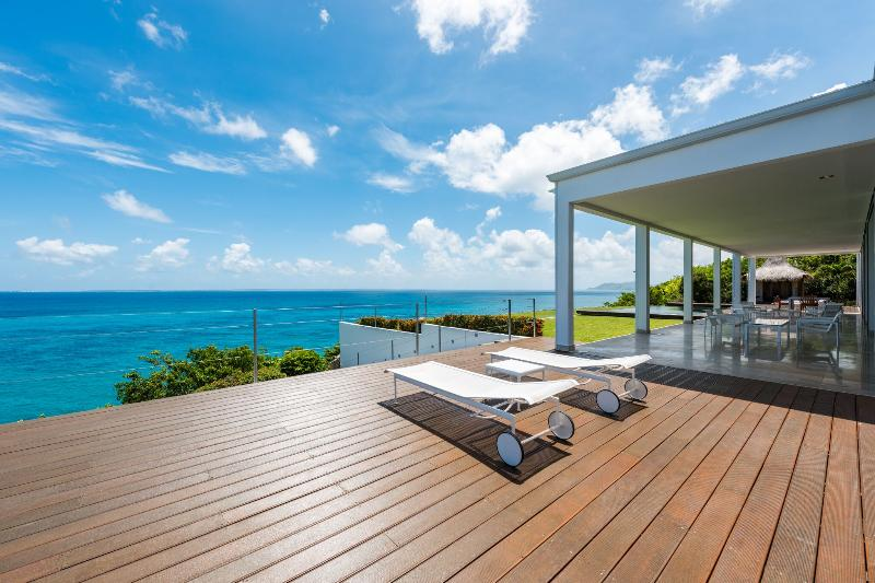 Villa Truffle, Falaise des Oiseaux, St Martin - TRUFFLE... Gorgeous modern villa with breathtaking views!!  Perfect for honeymooners! - Terres Basses - rentals