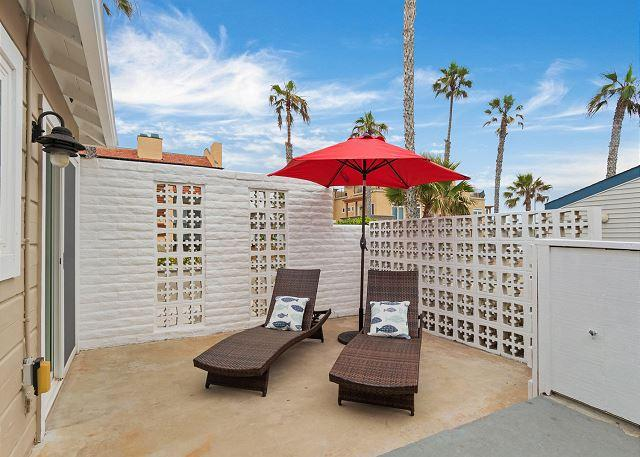outside patio lounge area  - Oceanfront 3br in Oceanside, CA Designer Decorated & A/C Equipped - Oceanside - rentals
