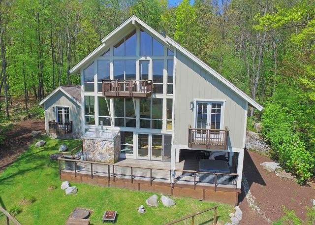 Exterior - Enjoy panoramic lake views from this unique lake access home! - McHenry - rentals
