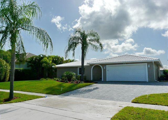 Waterfront house w/ heated pool, just a short walk from Tigertail Beach - Image 1 - Marco Island - rentals