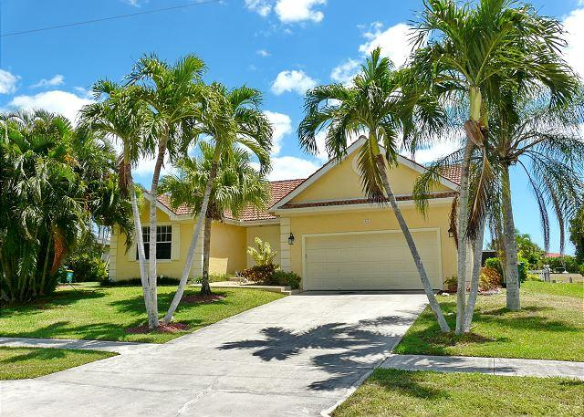 Newly renovated waterfront house w/ heated pool & short walk to beach - Image 1 - Marco Island - rentals