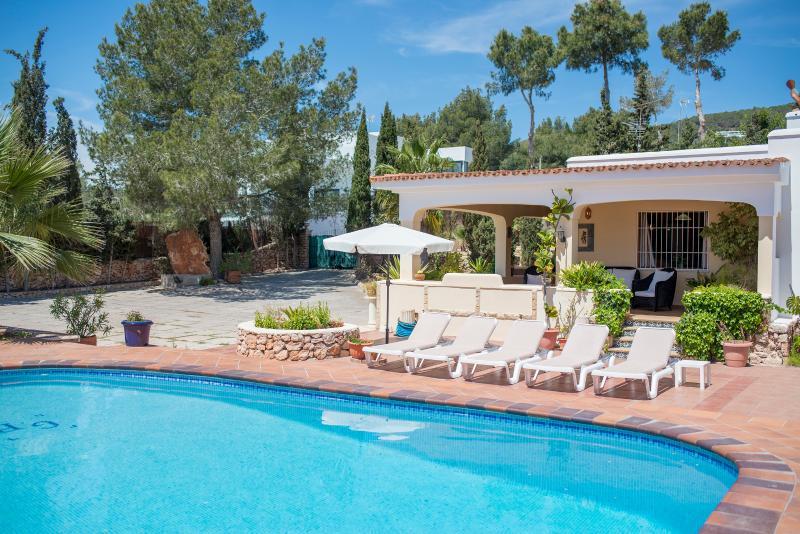 Casa Bluebell - Image 1 - Playa d'en Bossa - rentals