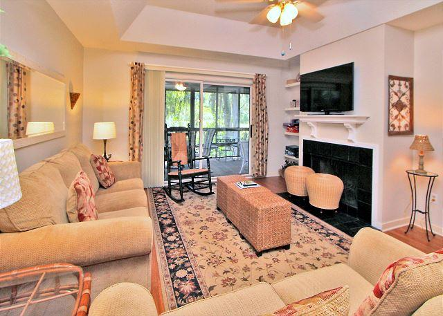 Living Area - 17 Kingston Cove-Charming beach cottage & renovated! 5 Min Bike Ride to beach - Hilton Head - rentals