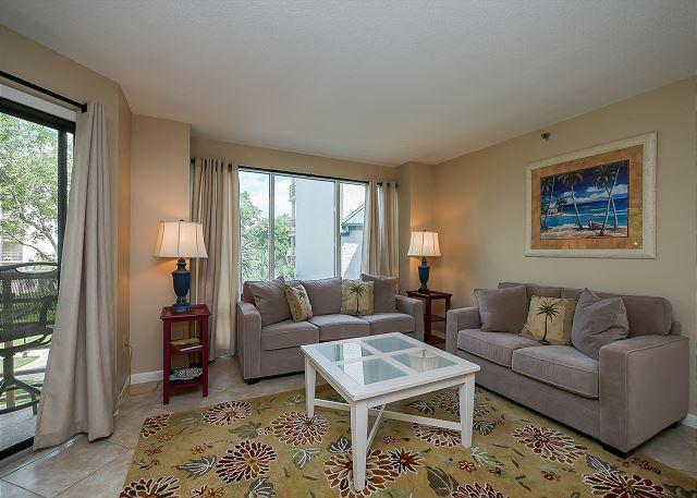 Living Area - 3221 Villamare - Sunny & Bright 2nd Floor Courtyard View Villa. Sleeps 8 - Hilton Head - rentals