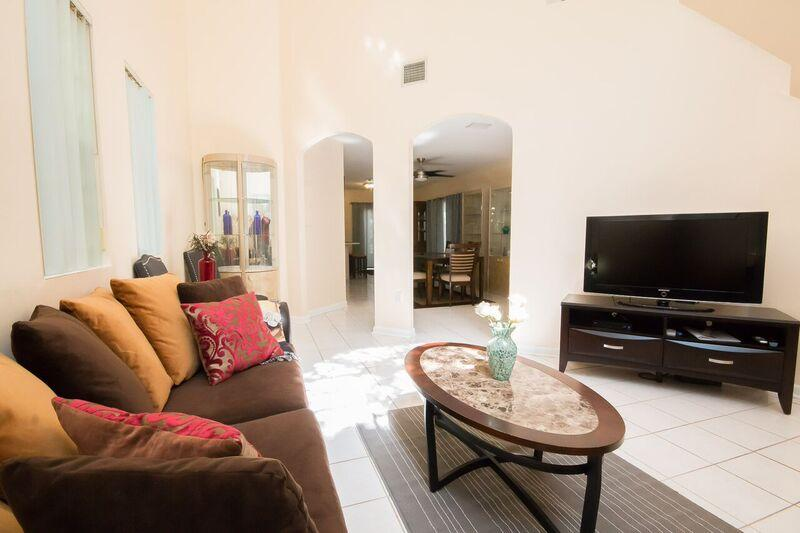 Coconut Grove gem, 3 bedrooms, sleeps 8, private - Image 1 - Miami - rentals