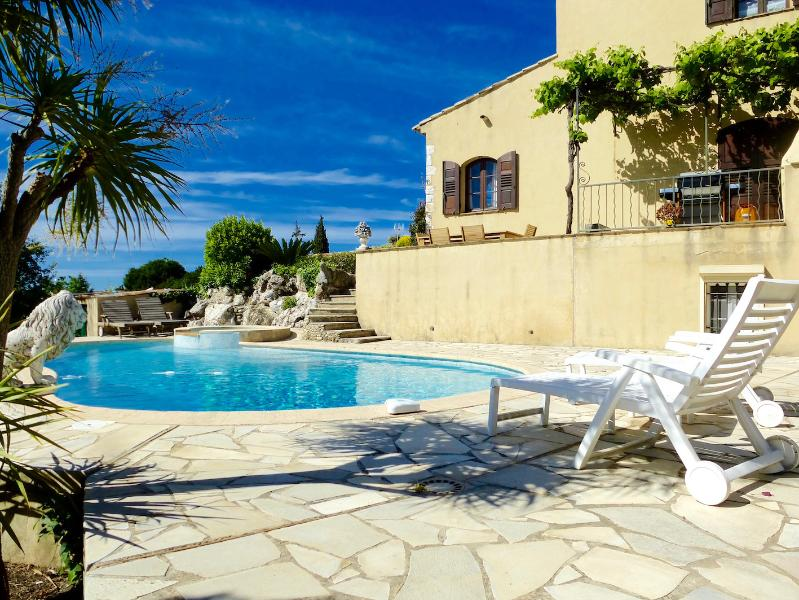 Pool side - Gorgeous French Farmhouse - Pool, Garden, Parking - Cagnes-sur-Mer - rentals