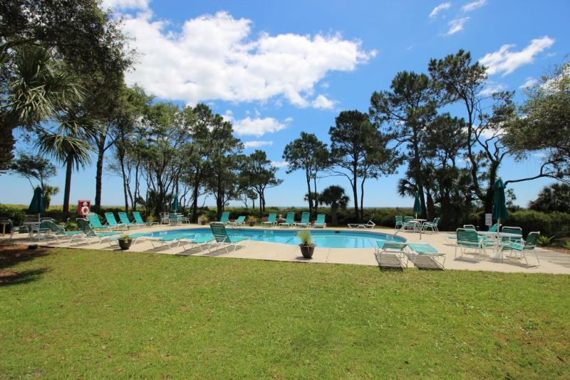 Beachwood Pool Area - Private Balcony Near Ocean, Onsite Pool, Steps to the Sand! - Hilton Head - rentals