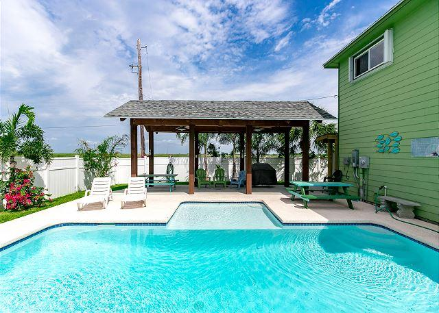 Private Outdoor Pool - Cuckoos Nest: Private Pool, 6 seat golf cart (see terms), Pets Considered - Port Aransas - rentals