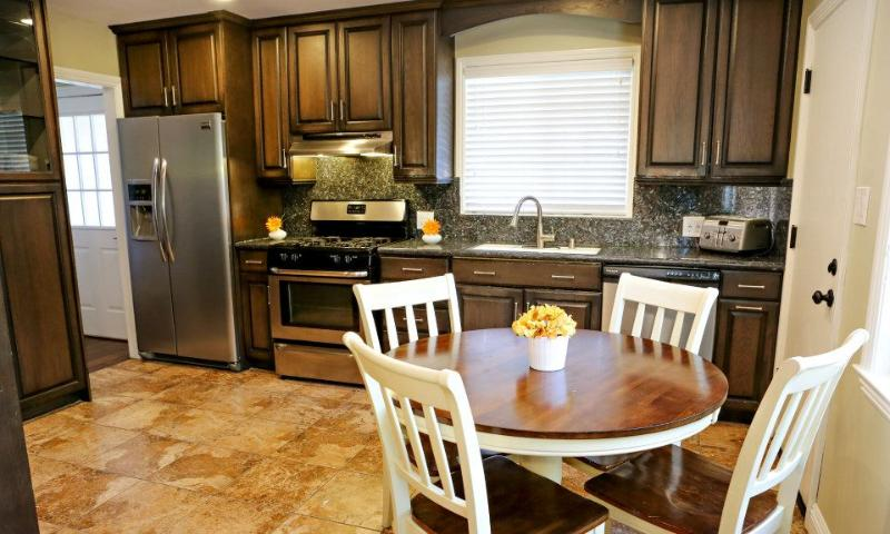 Granite Kitchen w/Breakfast nook - Destination #7 by Anaheim Vacation House - Anaheim - rentals