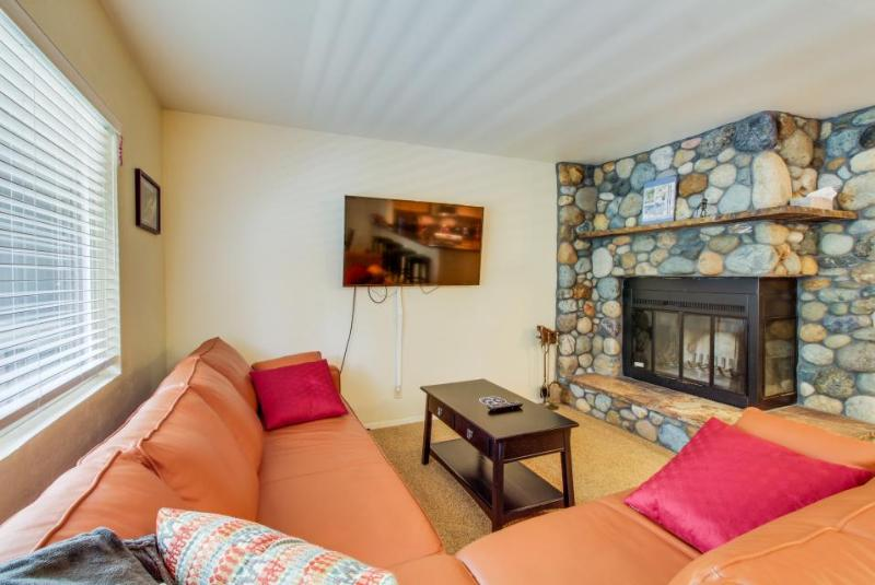 Mountain-side condo, with views and easy trail access to skiing! - Image 1 - Alpine Meadows - rentals