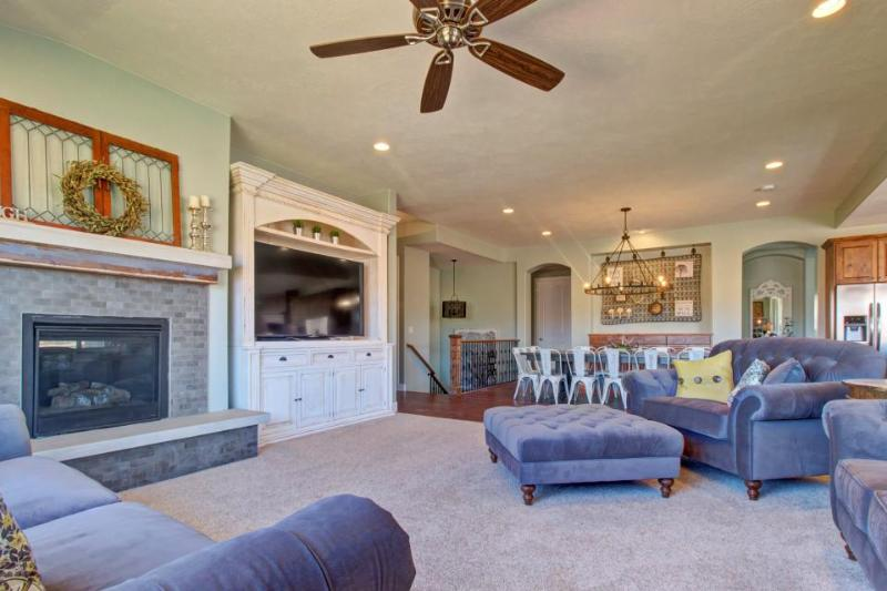 Upscale and spacious home w/ separate casita & shared pool & hot tub - Image 1 - Santa Clara - rentals