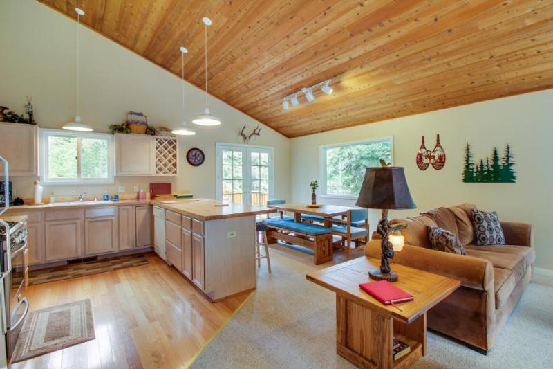 Large mountain home with access to Tahoe Donner pool, hot tub & fitness center! - Image 1 - Truckee - rentals