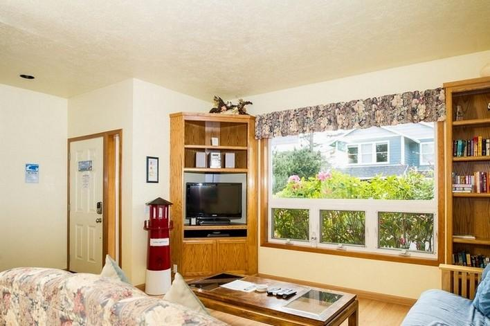 Lucky Light House  ~ RA5820 - Image 1 - Lincoln City - rentals