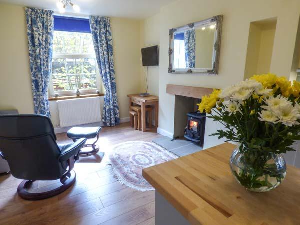 LITTLE WENLOCK stone-built cottage, close to town amenities, WiFi, open plan, in Skipton Ref 933185 - Image 1 - Skipton - rentals