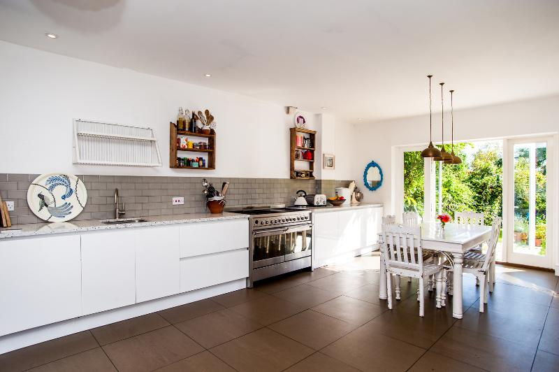 An impeccably decorated four bedroom house near Queen's Park. - Image 1 - London - rentals