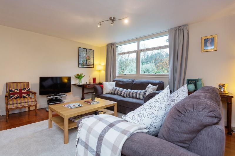 A lovely three-bedroom family home in Highgate. - Image 1 - London - rentals