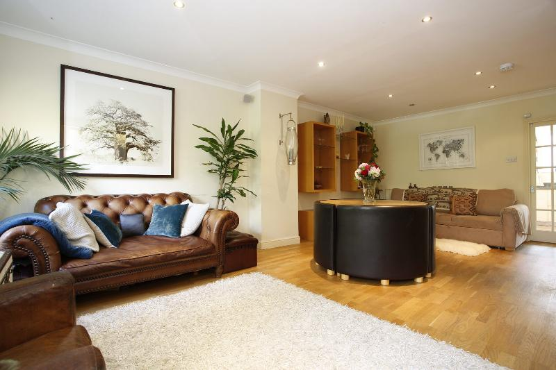 Charming four Bedroom House - sleeps 7 in Maida Vale - Image 1 - London - rentals