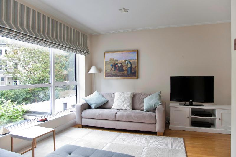 Modern and immaculate. 3 bed 2 bath, Belsize Avenue - Image 1 - London - rentals