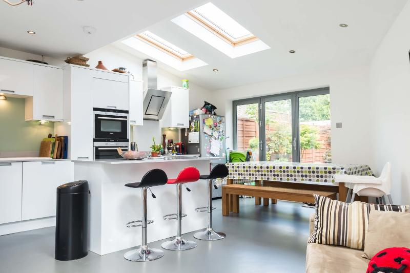 4 bedroom house, March Road, Twickenham - Image 1 - London - rentals