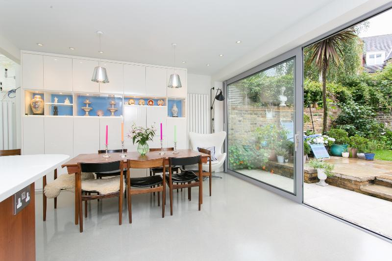 Spacious 5 bed house on Cambridge Road, Battersea - Image 1 - London - rentals