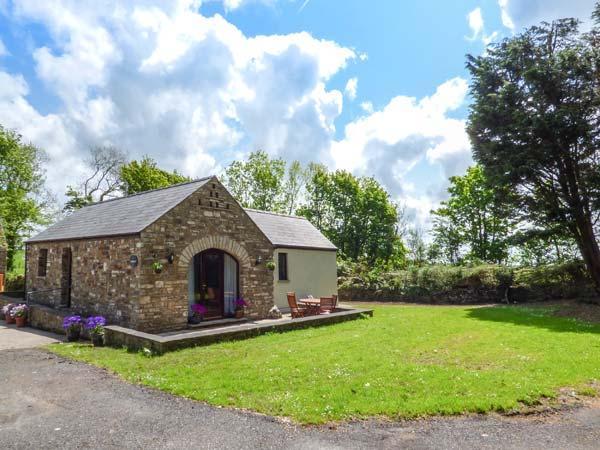 HIGHBURY, Rayburn, WiFi, countryside location, Haverfordwest, Ref 937377 - Image 1 - Haverfordwest - rentals