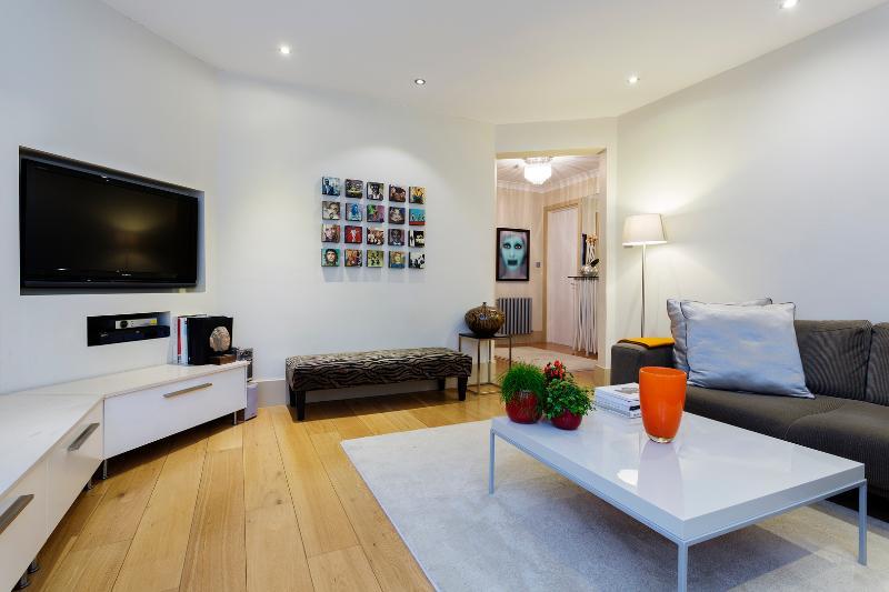 3 bedroom apartment, Essendine Mansions, Maida Vale - Image 1 - London - rentals