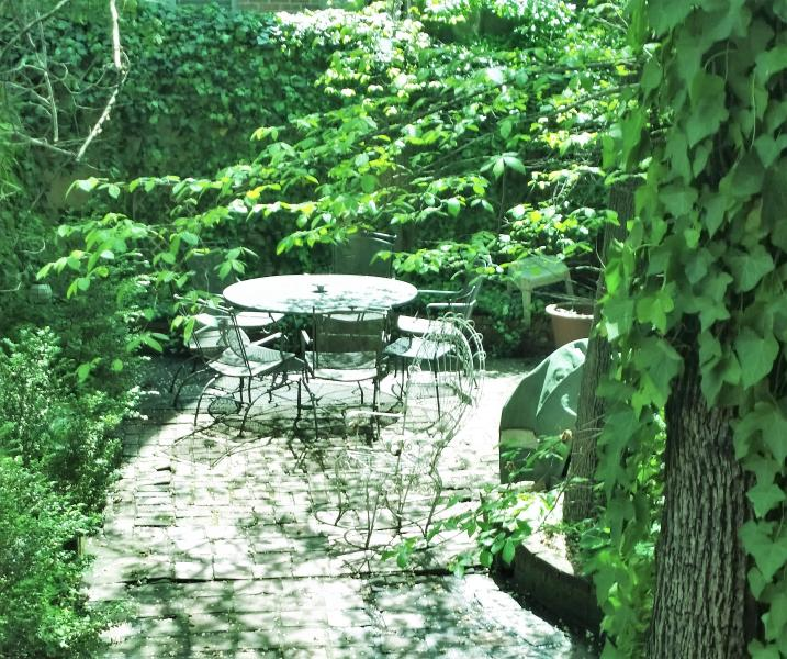 Your own private Manhattan Oasis right in the center of the City - Center City Garden Apart Choose 1 or 3 Bedrooms, - New York City - rentals