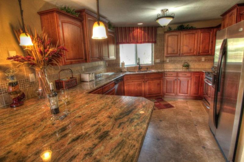 Kitchen - Gorgeous granite slab counter throughout the kitchen. - 241 Cinnamon Ridge I - Mountain House - Keystone - rentals