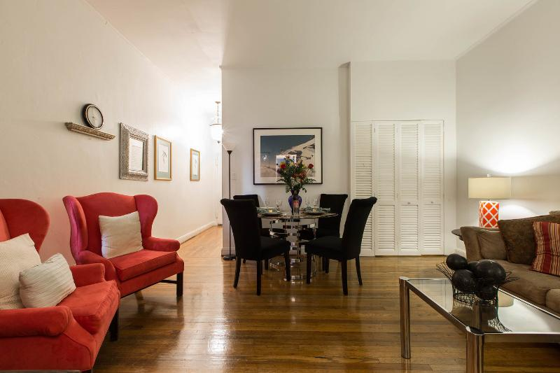 Living Room - CENTRAL PARK FIFTH  AVE APARTMENT  EXTRAORDINAIRE! - New York City - rentals