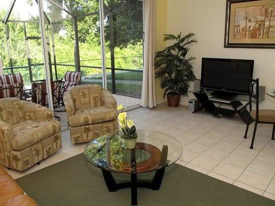 3 Bedroom 3 Bathroom Town Home With Jacuzzi. 2378SPD - Image 1 - Orlando - rentals
