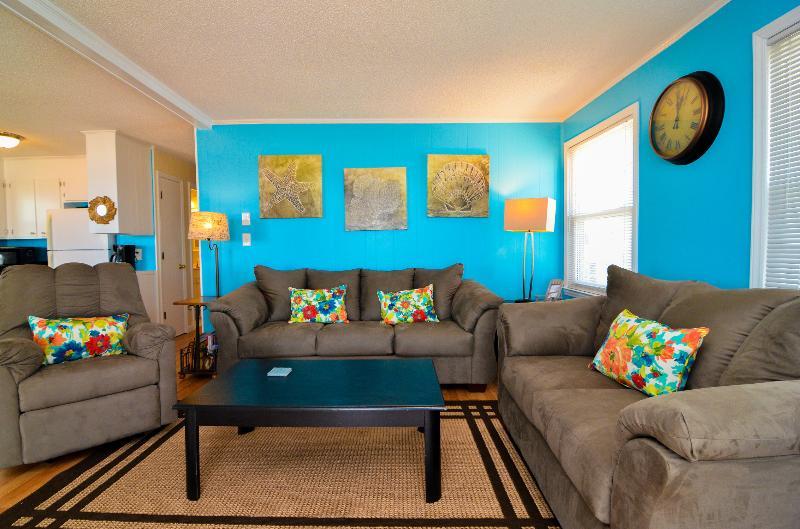 BEAUTIFUL FAMILY SPACE - Island Time- Beautiful 3 Bedroom Oceanfront House - Carolina Beach - rentals