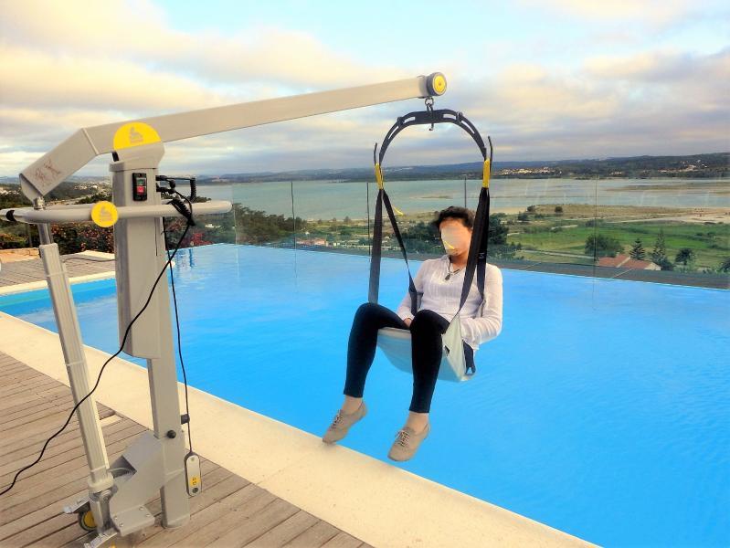 Removable pool hoist for disabled access, heated private pool - Casa do Lago villa-disabled adapted-sheer luxury - Caldas da Rainha - rentals
