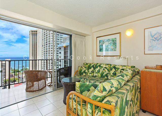 Ocean View, central AC, 5 min. walk to beach!  Sleeps 3. - Image 1 - Waikiki - rentals
