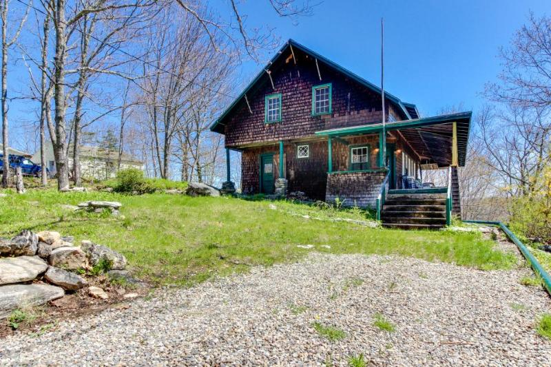 Historic home w/ large deck, walk to the beach & downtown! - Image 1 - Boothbay Harbor - rentals