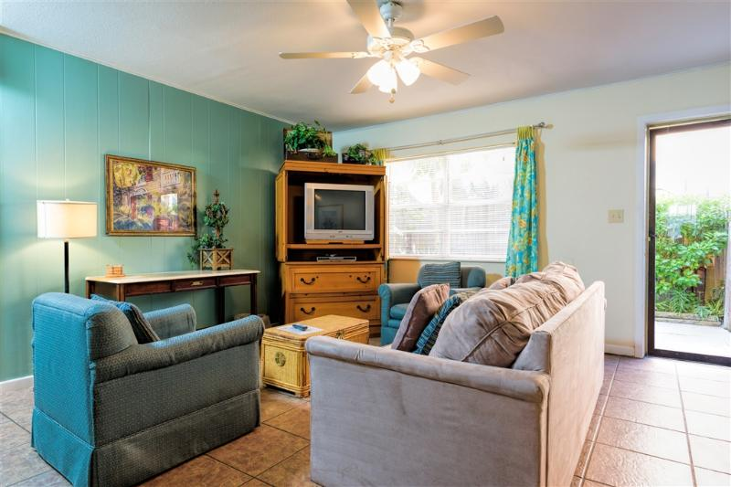Costa Bella Courtyard  close to beach! - Image 1 - South Padre Island - rentals