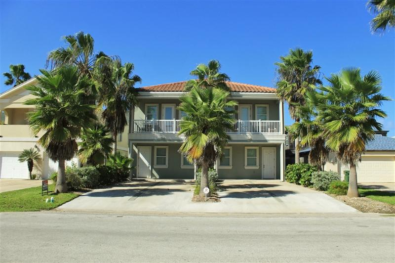 Upscale 4 plex, semi-private pool, very close to beach! - Image 1 - South Padre Island - rentals