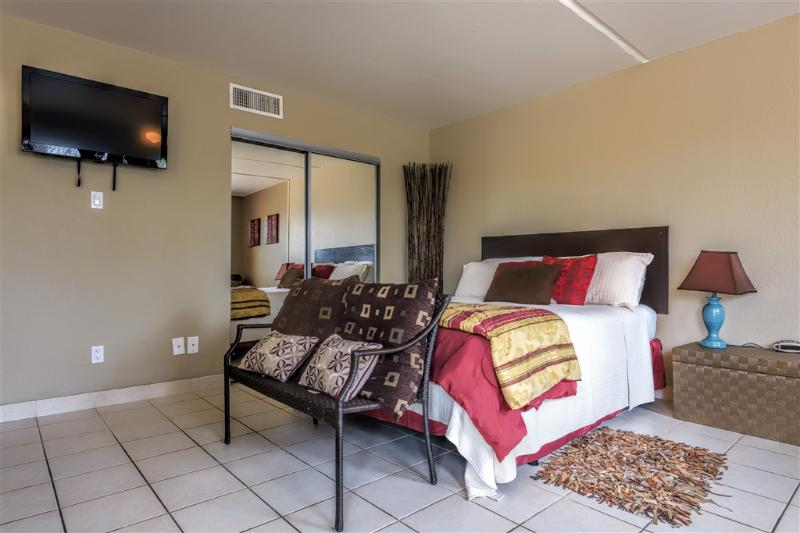 Hotel room on steroids next to Schlitterbahn! - Image 1 - South Padre Island - rentals