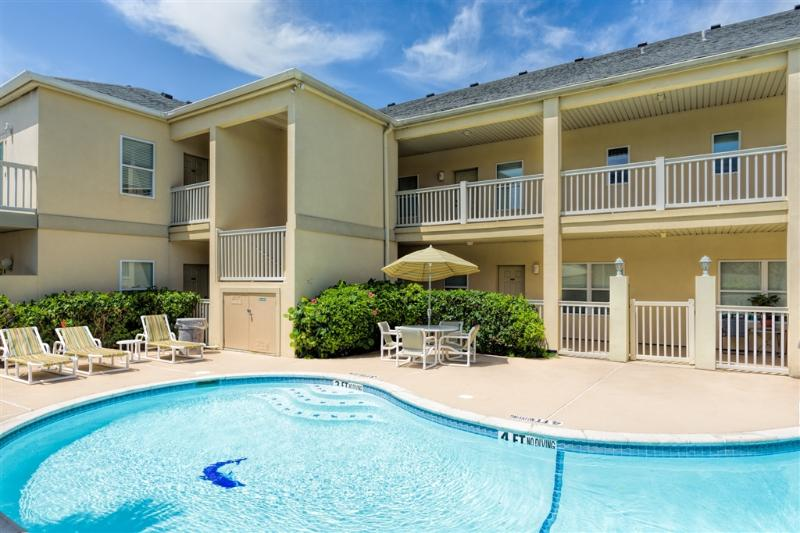 LARGE condo, great pool - just a few steps to the BEACH!! - Image 1 - South Padre Island - rentals