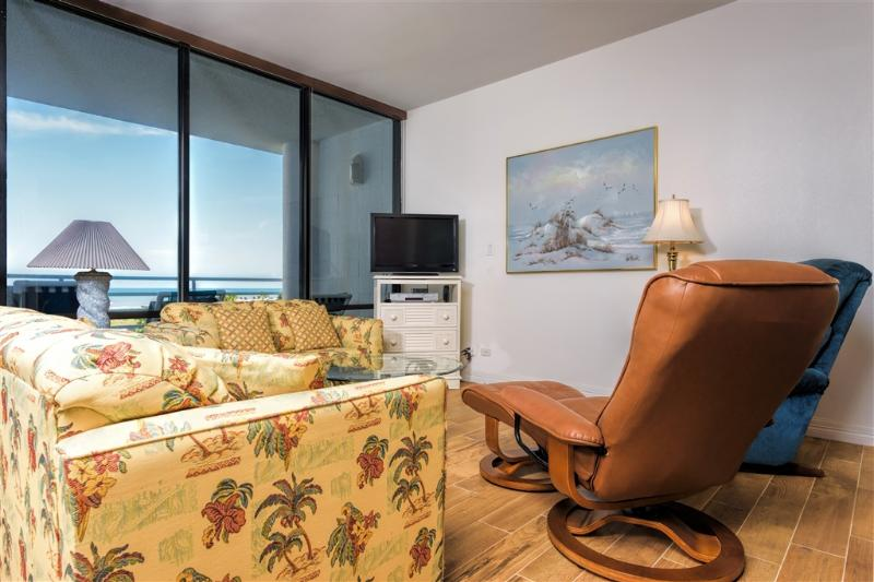 Resort district beachfront, 2 levels, 3 balconies! - Image 1 - South Padre Island - rentals