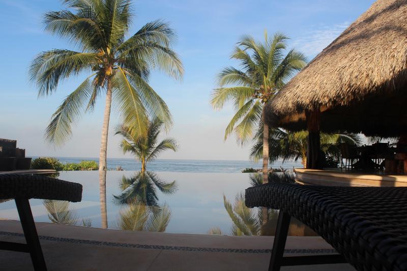 Infinity infinitum............ - Casa Maya-Oceanfront Villa, Infinity Pool - Troncones - rentals